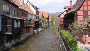 Rivière la Weiss travesant Kaysersberg