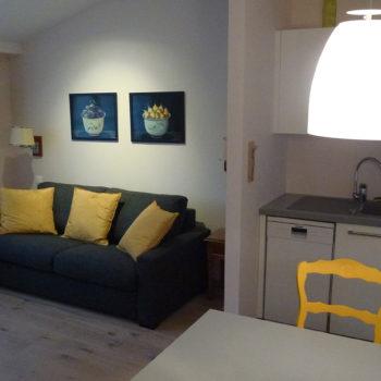 Salon et cuisine de l'appartement n°56 Lisbeth aux Loges les Remparts à Kaysersberg