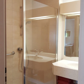 Salle de bains chambre n°28