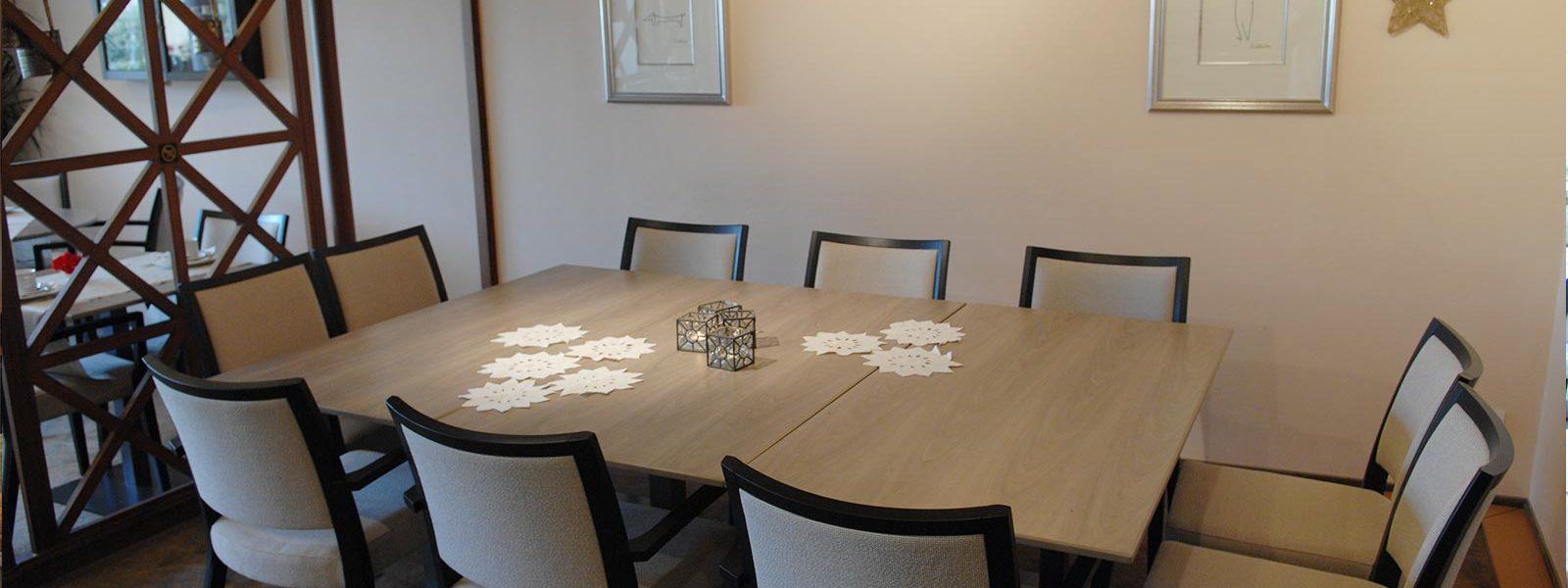 Salle du petit déjeuner hôtel les Remparts