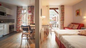 Chambre et cuisine de l'appartement Uschen n°51 Loges les Remparts à kaysersberg