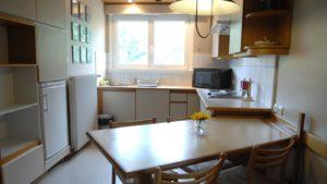 Cuisine et équipements de l'appartement les Géraniums - Hôtel les Remparts