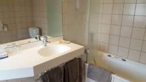 Salle de bains de la chambre n°42